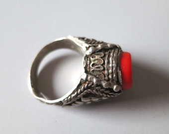 Vintage Tribal silver Bedouin Yemeni ring with red glass stone US size 9.