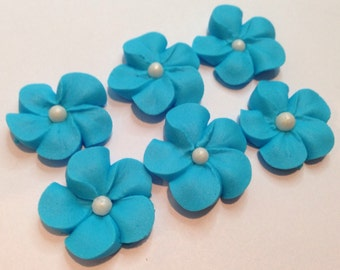 LOT of 100 royal icing flowers with sugar pearl, malibu blue