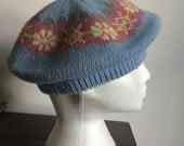 Vintage 1950s orlon fair isle knit baby blue beret