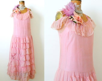 Breathtaking Vintage 1920s Flapper dress/Pastel pink/Ruffled dress/Velvet ribbon/Ostrich Feather/Millinery flower/Gatsby style