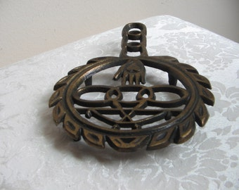 Vintage Cast Iron Trivet Heart In Hand Odd Fellows Pot Holder Wall Art, Black Gold Metal Footed
