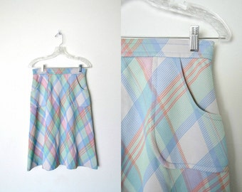 Vintage 60s Pastel Plaid skirt Apron pockets Flared Gray button top center and zip back closure / size small
