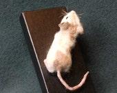 Needle Felted Shoulder Pet -- Les Izmore Magnet Mouse