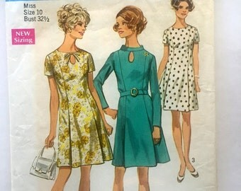 60s Simplicity 8192 Short Sleeve Princess Seam Dress with Keyhole Size 10 Bust 32