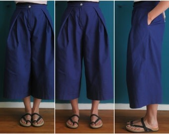 high waist culottes // wide leg flared pants // wide three quarter pants // kobalt blue