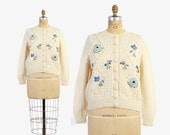 Vintage 50s CARDIGAN / 1950s Hand Knit Ivory & Blue Floral Wool Cardi Sweater M