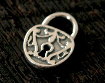 Lock Charm in Sterling Silver - Vintage Victorian Style - 1 Medium Pendant or Charm C150
