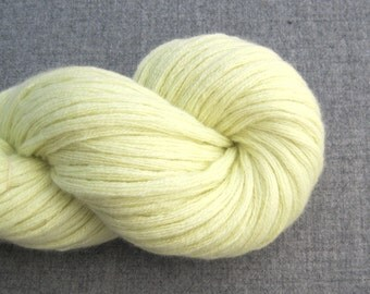 Super Bulky Cashmere Recycled Yarn, Pale Lemon Yellow, 130 Yards, Lot 110815