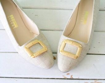 Vintage LESLIE FAY Pumps...size 6.5 women...mod. heels. mad men. pumps. retro. classic. fabric heels. tan. gold. prep. business. classic