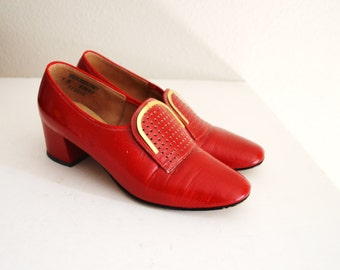 Vintage 60s Red Stacked Heel Mid Century Heels Pumps // womens US size 7B