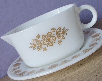 Vintage 1970's Pyrex Butterfly Gold gravy boat with under plate, white glass gravy boat, retro glass dinnerware, Mid Century