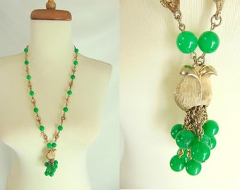 TEMPORARILY REDUCED was 34.44 vintage 60s 70s Jade Green Plastic Bead Gold Tone Peace Lily Chain Tassel Pendant Necklace