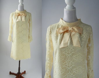 Vintage 1960s Off White Lace Mod Dress with Bow, Wedding, Bridal