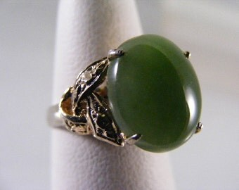 Vintage Green Jade Ring in Gold over Sterling Silver.....  Lot 4170
