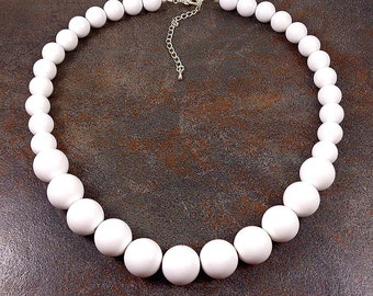 White Beaded Necklace, Statement Necklace, Chunky Necklace, Graduated Necklace, Acrylic Strand Necklace, White Bead Gumball Necklace