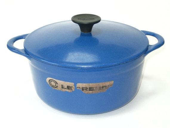vtg early le creuset cousances 18 blue enameled dutch oven. Black Bedroom Furniture Sets. Home Design Ideas