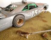 Classicwrecks Scale Model Rusted Car on Diaroma
