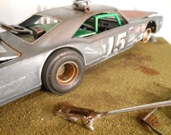 Classicwrecks Scale Model Rusted Car on Diaroma