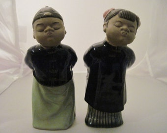 Vintage Adorable ORIENTAL MUD Boy and Girl Kissing Statues REDUCED