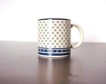 1982 Potpourri Press Mug Vintage Retro Beige and Navy