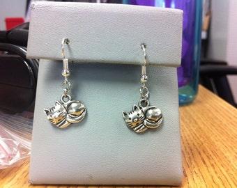 Sleeping cat earrings