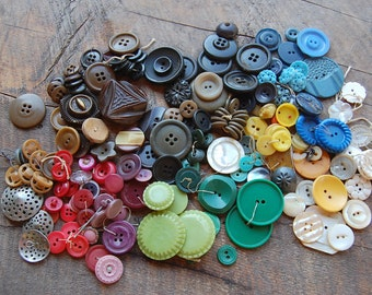 Vintage BUTTONS lot of 199 pieces old plastic metal carved