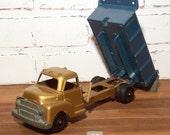 Vintage Structo Working Dump Truck Pressed Steel 9 Inch Toy