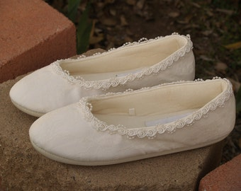 Ivory Vegan Bridal Flats Comfortable SHOES w Pearls Flower appliqué,Wedding flats ivory rose,Ballet style Slipper,Comfortable Reception