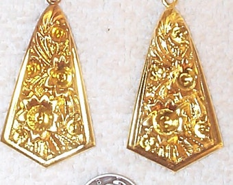 Lightweight Pendent-style Flora Brass Stamping