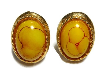 Baltic butterscotch cuff links, butterscotch amber cabochon with red inclusions, gold plated, circa 1950s, very unique design in the amber