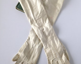 Vintage kidskin leather long creamy white gloves, Aris kidskin leather gloves, leather opera gloves, leather kidskin gloves, costume gloves