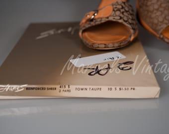 Vintage Hanes Nylon Garter Stockings 3 pairs 415 Town Taupe Hosiery Size 10S RHT
