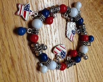 Vintage Costume AMERICA Holiday Charm Stretch Bracelet