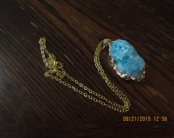 Pretty Natural Crystal Quartz Geode Stone Pendant