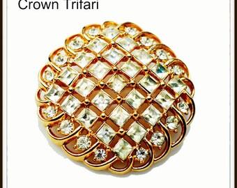Crown Trifari Rhinestone Brooch round gold tone