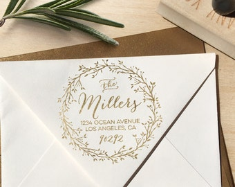 Holiday Return Address Stamp with Wreath, circular design