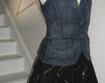guess jean vest small fitted with snap buttons 90s  very cool looking piece