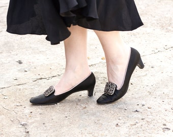 vintage 1960s shoes / size 7 shoes / kitten heel shoes / black heels vintage heels black pumps mod shoes satin shoes satin rhinestone heels