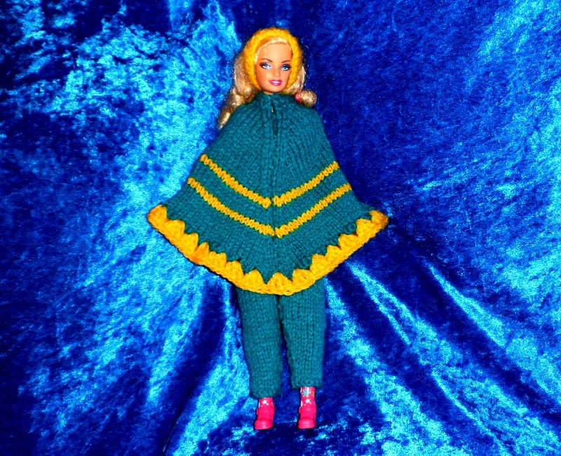 BARBIE DOLLS CLOTHES. Knitting Pattern for a Poncho outfit.