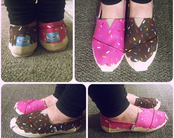 Donut Toms [doughnut shoes] YUM! donut shoes. Pink Donuts. chocolate donuts.