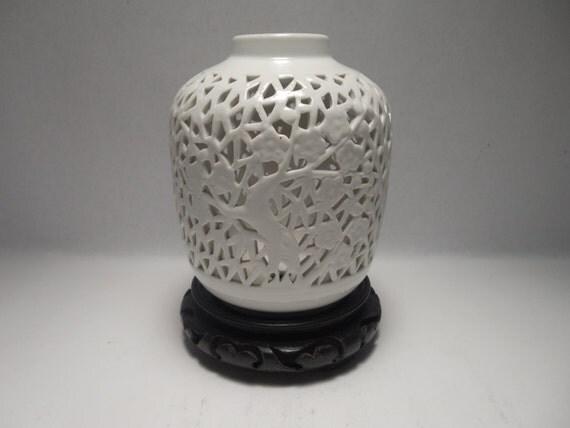 Chinese Porcelain Vase A Superb Vintage Hand Crafted Dehua
