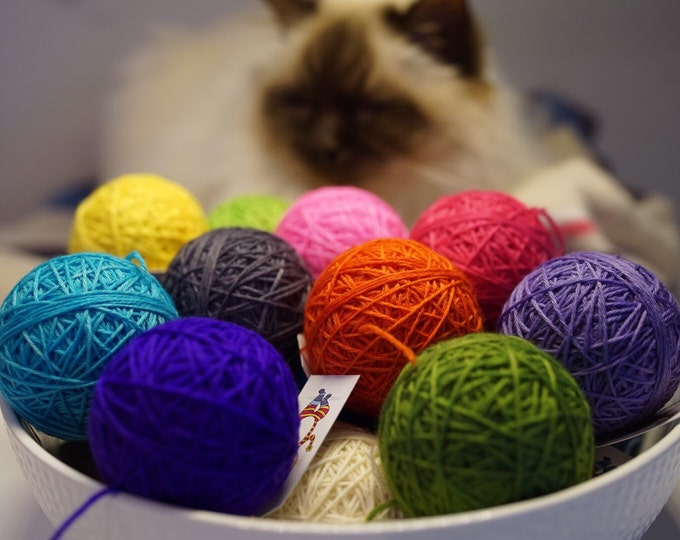 COMPLEMENTARY SOLIDS - 35gm ball 4ply (any colour choice)