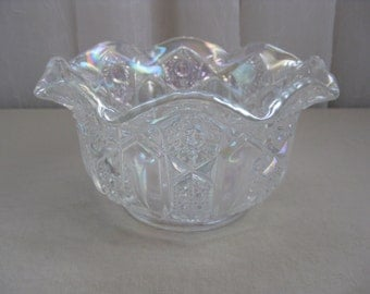 Vintage White Pearl Heritage Quintec Carnival Glass Bowl Smith