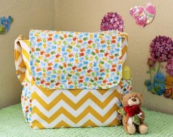 Cute messenger diaper bag for baby girl!!
