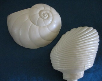 Vintage 1990 Burwood cream / beige / light peach plastic bath / powder room / beach theme room  sea shell wall hanging / decor