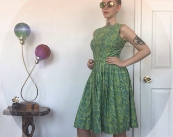 VTG Small 1960s Mad Men Day Dress in Paisely Print