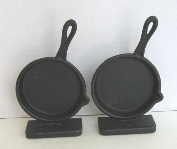 Kitchen Skillet: Emig Cast Iron Skillet Kitchen Bookends