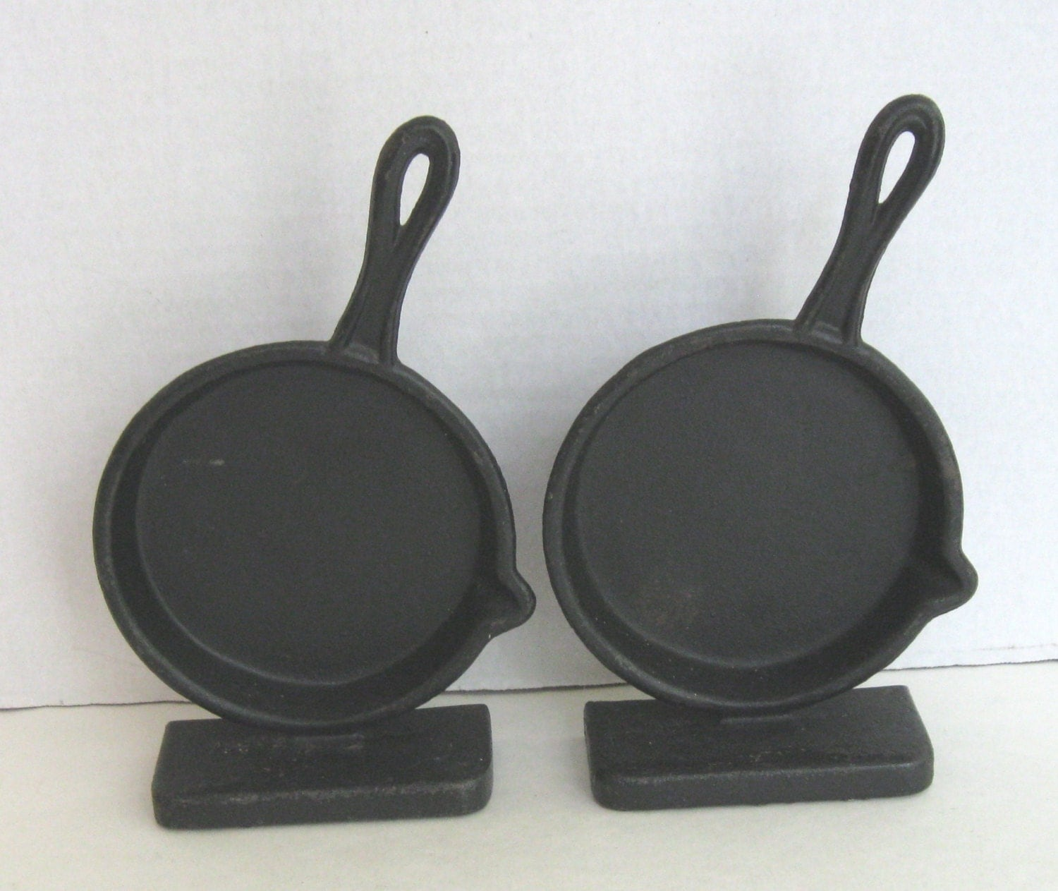 Kitchen Bookends: Emig Cast Iron Skillet Kitchen Bookends