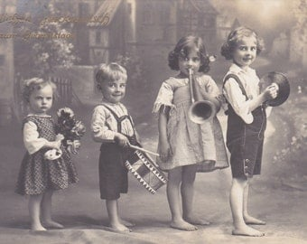 Vintage card 4 children with musical instruments Chapel 1915