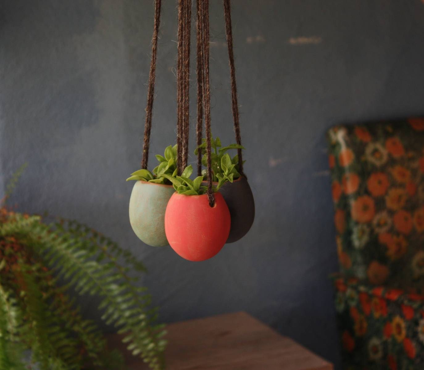 Vasi sospesi in ceramica fatti a mano ideali per piante for Vasi sospesi per piante